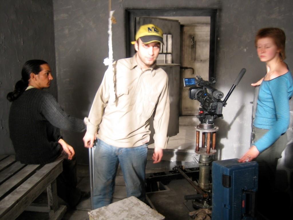 """پشت صحنه فیلم""""نامه"""" به همراه اسپیروس خارتوریالیس (سمت چپ)که همیار و کمک خوبی در آن فیلم برایم بود."""