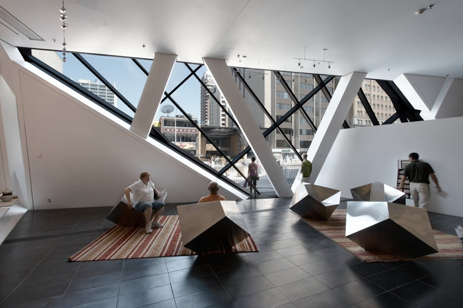 Arch2o-Royal-Ontario-Museum-Studio-Daniel-Libeskind-10