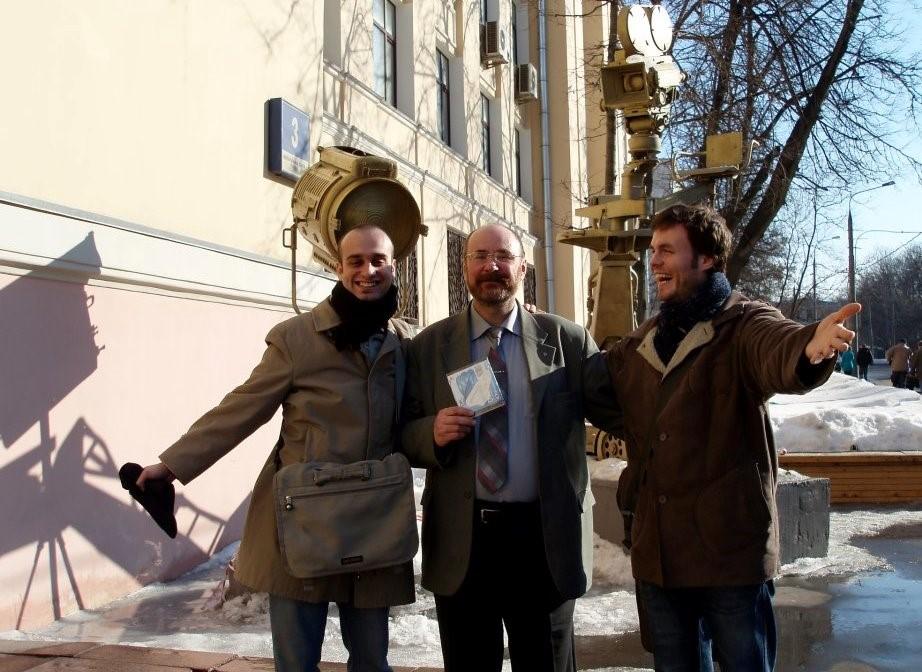 """دوران دانشجویی در مسکو به همراه """"سامپو منسنروس"""" کارگردان فنلاندی و یکی از اساتید دانشگاه """"آنتون واسیلیف"""" سال۲۰۰۸"""