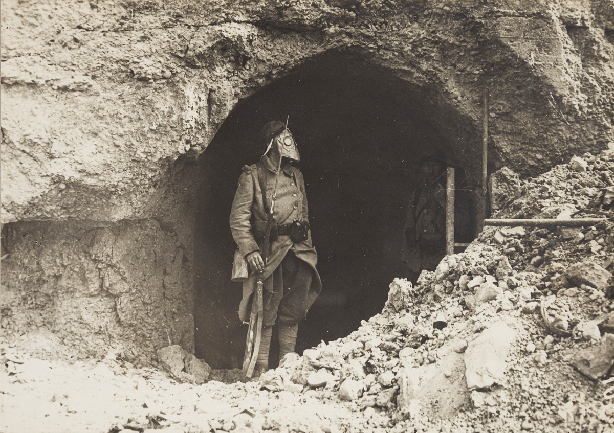 Unknown photographer, French. Soldier wearing a gas mask in a dugout, 1915–1918. Gelatin silver print, 13 × 18 cm. Anonymous Gift, 2004. 2004/706.98 © 2018 Art Gallery of Ontario