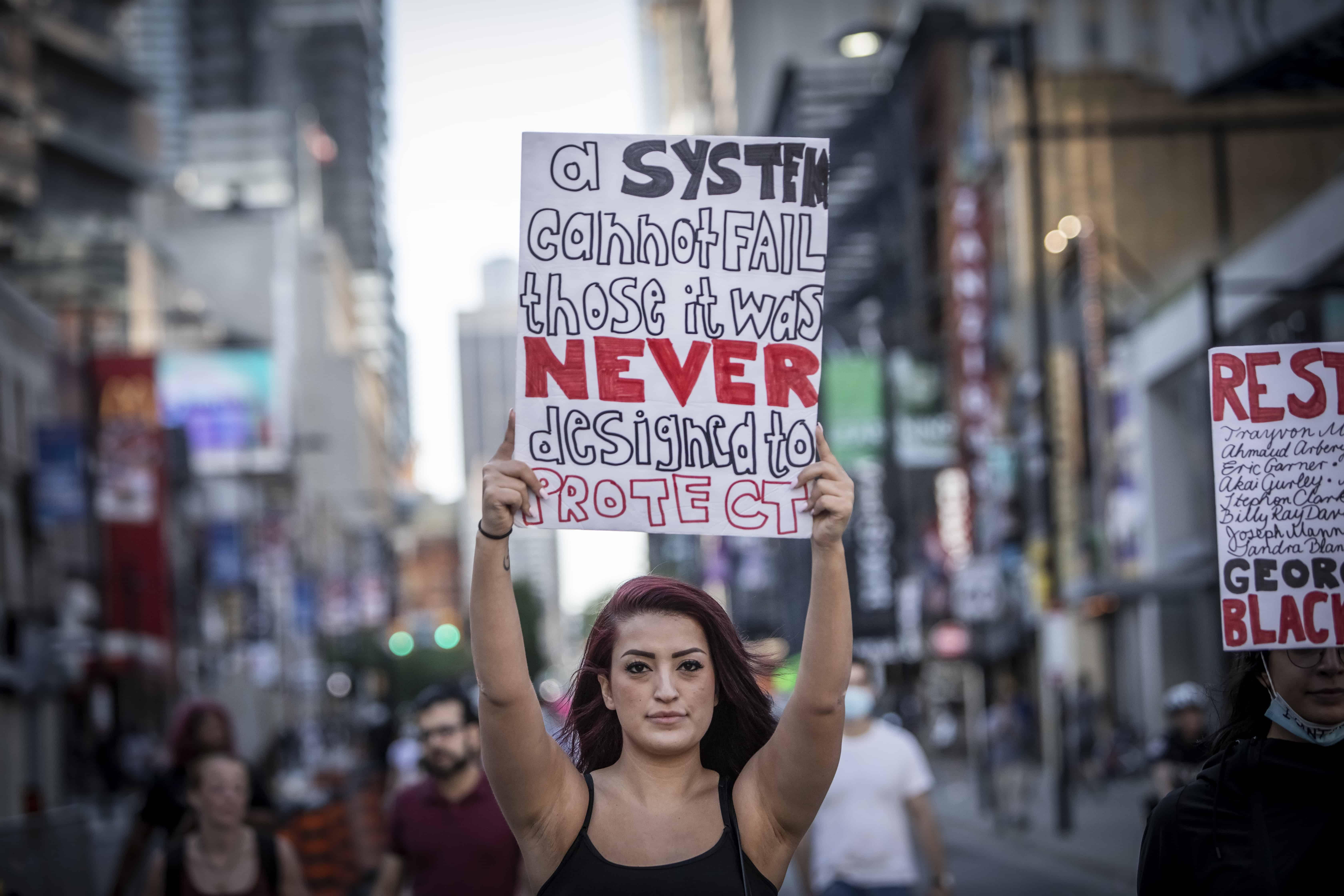 Photo of تظاهرات، بدون درد و خونریزی